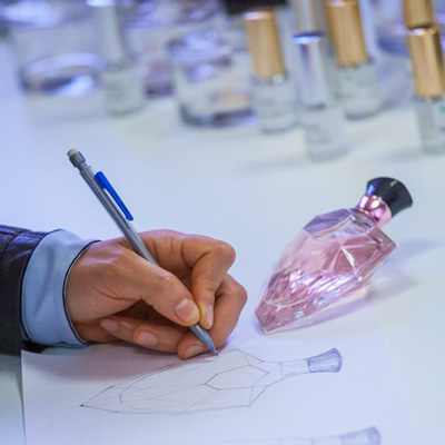 photos corporate et industrie antoine duchene photographe industriel recherche et design creation parfum flacon